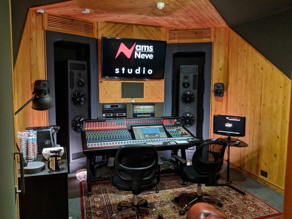 Демо-студия AMS-Neve переоснастилась на мониторы PMC